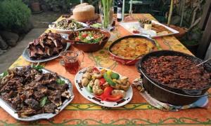 Étel az asztalon