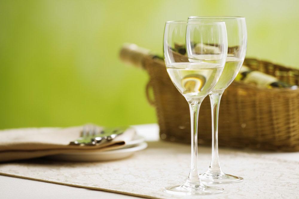 bor-az-asztalon